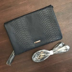 New in Package GiGi New York Convertible Clutch!